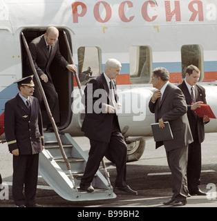 Russian President Vladimir Putin leaves plane second left after arriving at Raspadskaya mine - Stock Photo