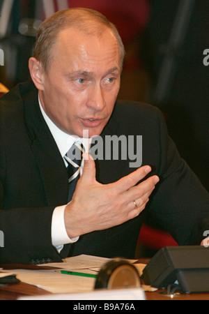 Russian President Vladimir Putin addresses a Russo Ukrainian intergovernmental commission session in Kiev - Stock Photo