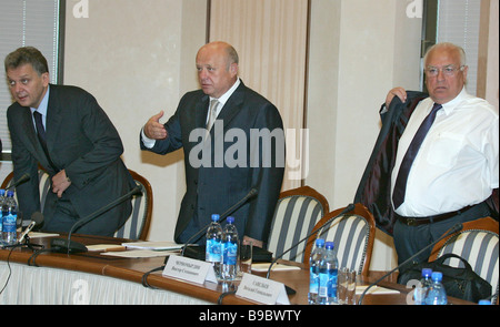 Left to right Viktor Khristenko Russian Industry and Energy Minister Mikhail Fradkov Prime Minister and Viktor Chernomyrdin - Stock Photo