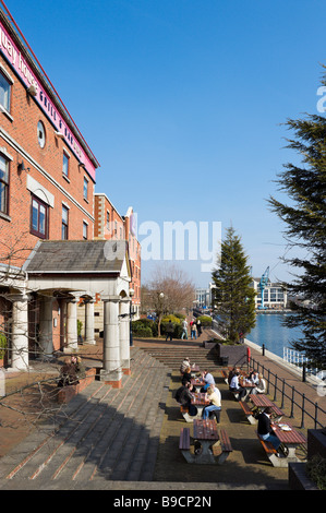 Customers sitting outside the Quay House Grill and Bar on the Ontario Basin, Salford Quays, Greater Manchester, - Stock Photo
