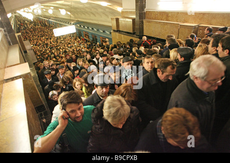 The Biblioteka Imeni Lenina metro station Moscow Rush hour - Stock Photo
