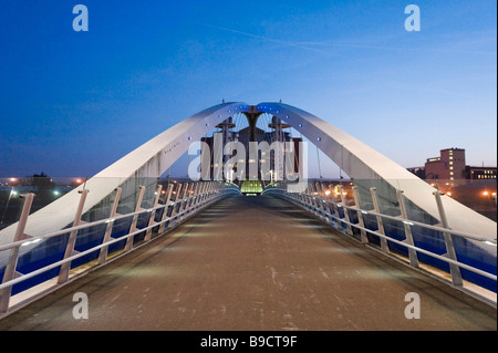 The Millennium lifting footbridge over the Manchester Ship Canal at night, Salford Quays, Greater Manchester, England - Stock Photo