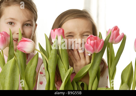 5-8 years 8-10 years broached gaze camera flowers free-plates friends cheerfully spring spring-flowers siblings - Stock Photo