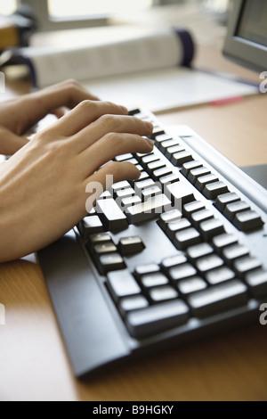 Schreibtisch, Person, Detail, Hände, Computertastatur, Dateneingabe, - Stock Photo
