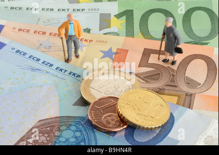 Figures of pensioners on banknotes, symbolic picture for retirement arrangement pension - Stock Photo