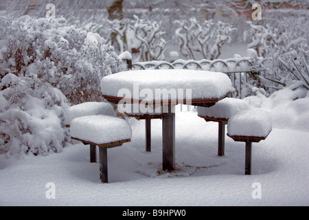 Snow scene - Heavy snowfall covers picnic table and seats - London, England 2009 - Stock Photo