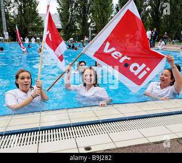 Doctors and nurses protesting against the poor working conditions in Stuttgart hospitals in the swimming pool Inselbad, - Stock Photo