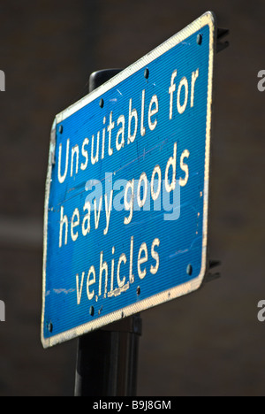 british blue and white road sign warning street unsuitable for heavy goods vehicles, in chelsea, london, england - Stock Photo