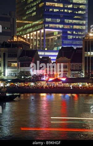 Clubs and restaurants in the Boat Quay district, Singapore - Stock Photo