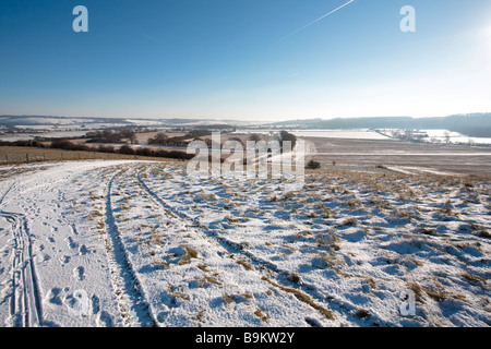 A snowy winter scene. Looking towards Whipsnade Zoo from the ridge path on Ivinghoe Beacon. - Stock Photo