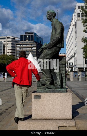 Norway, Oslo, bronze sculpture of a worker in front of the City Hall - Stock Photo