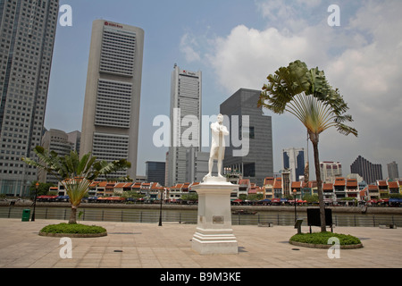 Statue of Sir Thomas Stamford Raffles, Singapore - Stock Photo