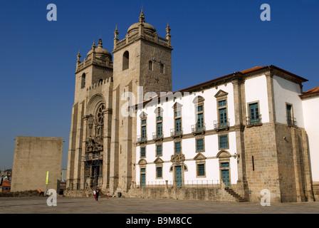 Portugal, Porto, Se Cathedral, Terreiro da Se - Stock Photo