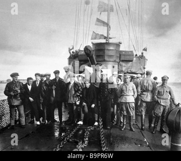 The film crew of the movie The Battleship Potemkin with Sergei Eisenstein eight from left aboard a warship - Stock Photo