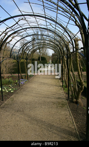Queen's Garden, Kew Palace, Royal Botanical Gardens, Kew, West London - Stock Photo