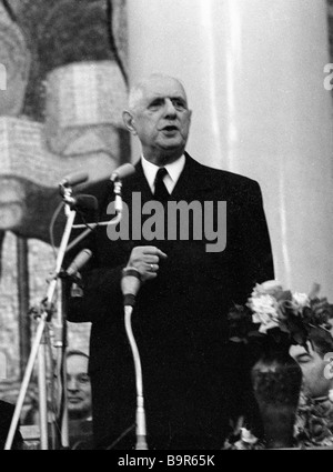 French President Charles de Gaulle addressing students and the faculty of Moscow State University - Stock Photo