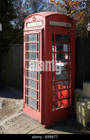 A traditional K6 red telephone box. Borders of Hampshire and Dorset. UK.  Working but in need of refurbishment. - Stock Photo