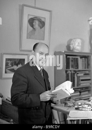 Russian graphic artist and well known book illustrator Dementy Shmarinov 1907 1999 in his studio - Stock Photo