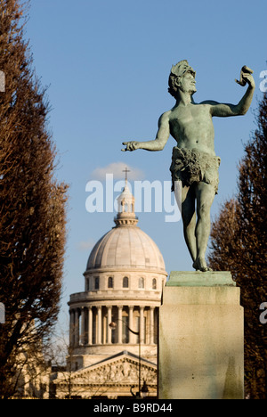 France, Paris, Luxembourg garden, L'Acteur Grec (the Greek Actor) by Charles-Arthur Bourgeois and the Pantheon in - Stock Photo