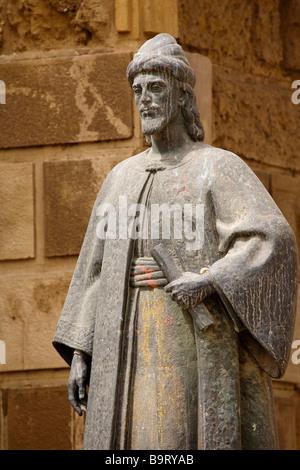 Escultura de Aben Hazan Escritor Árabe Córdoba Andalucía España Aben Hazan Sculpture Arab Writer Cordova Andalusia - Stock Photo