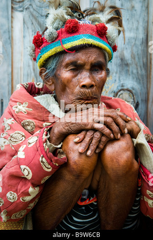 Ifugao elder dressed in the traditional manner at a viewpoint near Banaue. - Stock Photo