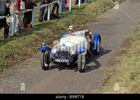 VM 4723 a 1928 Riley Brooklands David Furnell descending at speed on the Brooklands Museum Test Hill Challenge celebrating - Stock Photo