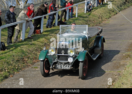 HS 5544 a 1929 Alvis Silver Eagle James Fanshawe descending at speed on the Brooklands Museum Test Hill Challenge - Stock Photo