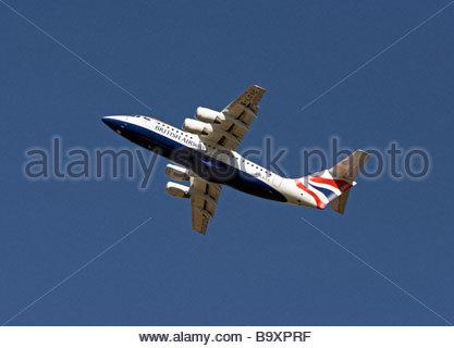 British Airways flight shortly after takeoff - Stock Photo
