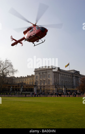London's Air Ambulance HEMS takes off in front of Buckingham Palace after responding to an emergency - Stock Photo