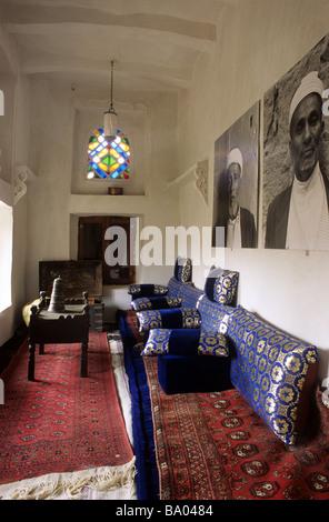 Interior arabic salon or sitting room al mafraj in tower for Salon yemenite