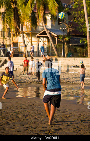 Kids playing volley ball on the beach in San Juan del Sur, Nicaragua. - Stock Photo