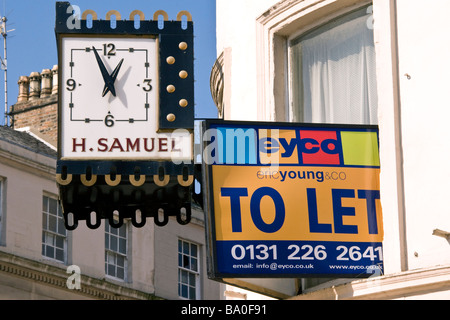 To Let sign from apartment window above the H Samuel Jewellers store clock at 12.57pm in the city centre of Dundee - Stock Photo