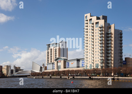 Lowry Outlet Mall shopping centre and residential apartments on Salford Wharf. Salford Quays Greater Manchester - Stock Photo