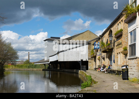 Leeds & Liverpool Canal at the Weavers' Triangle, Burnley, Lancashire, England UK - Stock Photo