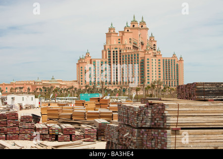 The Atlantis on the Palm a hyper luxury hotel in an area of Dubia that was reclaimed from the sea - Stock Photo