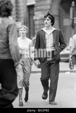 Seventies, black and white photo, people, young couple walking hand in hand, aged 20 to 25 years, Great Britain, - Stock Photo