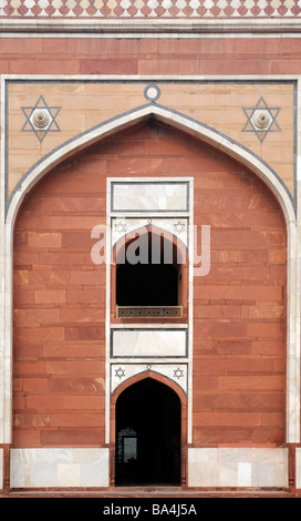 Entrance to tomb of the Mughal emperor Humayun. This tomb built from red sandstone and white marble between 1565 - Stock Photo