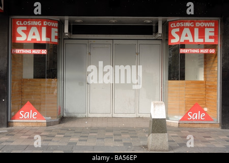 Photograph of retail outlet that has closed down due to the recession and credit crunch. It show sale signs and - Stock Photo