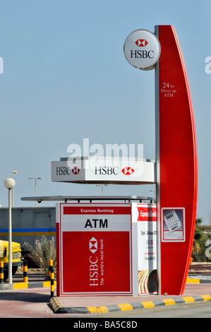 HSBC 'drive through' ATM services facility for motorists approx midpoint on King Fahd causeway linking Bahrain to - Stock Photo
