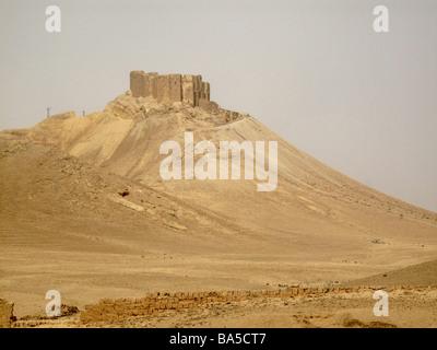 Arab Castle Qalaat Ibn Maan in Palmyra SYRIA Castillo árabe Qalaat Ibn Maan en Palmira SIRIA - Stock Photo