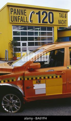 Crashtest test-vehicle broken side-opinion detail series private car car vehicle symbol simulation accident car - Stock Photo
