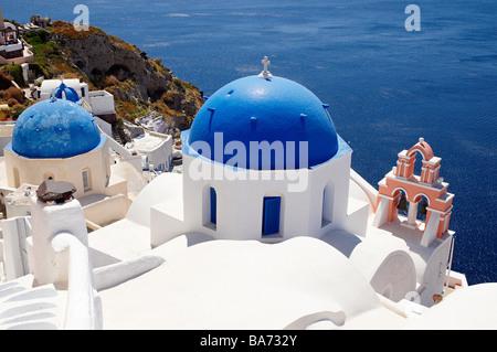Greece, Santorin island, Oia (Ia) on the cliff, white house, white church with blue dome, typically Cycladic, Caldeira - Stock Photo