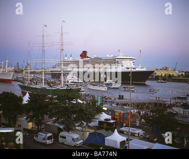 Germany Hamburg St. Pauli piers cruise-ship 'Queen Mary 2' twilight run out city Hanseatic town Elbe harbor leaves - Stock Photo