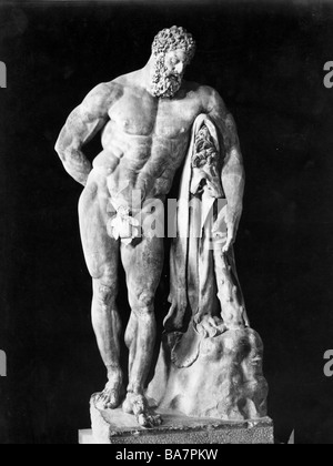 Heracles, Greek deity and divine hero, son of Zeus, full length, statue, Additional-Rights-Clearances-NA - Stock Photo