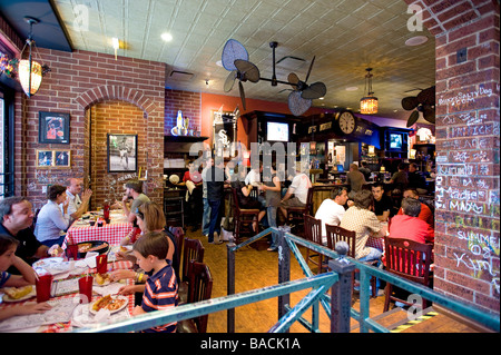 United States, Illinois, Chicago, Gino is an institution in the pizza business - Stock Photo