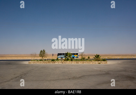 Roadside stop on Jordan s main Highway which runs from Amman in the north to the Red Sea coastal town of Aqaba in - Stock Photo