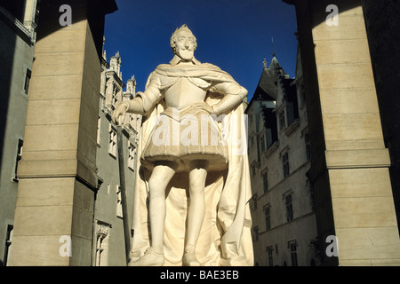 ce, Pyrenees Atlantiques, Pau, statue of Henri IV in front of the castle where he was born - Stock Photo