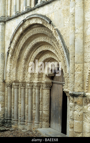 Aubeterre, Charente, France. detail of the central doorway of the Romanesque facade of the church of St Jacques. - Stock Photo