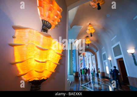 A massive glass art instalation in the foyer of the hyper luxurious Atlantis on the Palm hotel in Dubai - Stock Photo