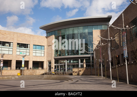 Salford Quays Greater Manchester England UK Lowry Outlet Mall shopping centre entrance in Lowry Plaza - Stock Photo